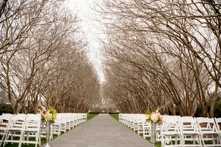 Check Out This Shabby Chic Wedding Decor At Thedallas Arboretum S Open House Dallas Photographers