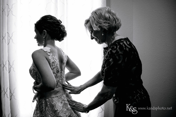 dallas candid wedding photographer